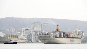 Matson到达奥克兰港的货船MANOA  免版税库存照片