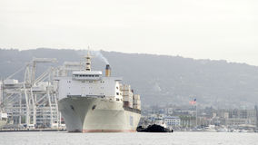 Matson到达奥克兰港的货船MANOA  图库摄影