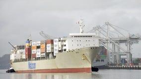 Matson ładunku statek MAUI wchodzić do port Oakland Zdjęcia Stock