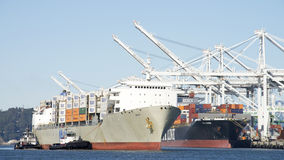Matson ładunku statek MAUI wchodzić do port Oakland Obrazy Stock