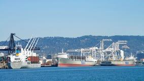 Matson ładunku statki ładuje przy portem Oakland Fotografia Stock