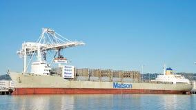 Matson ładunku statku MAUI rozładunek przy portem Oakland Zdjęcia Royalty Free