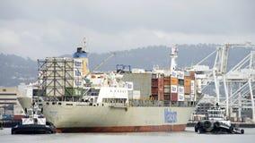 Matson货船进入奥克兰的港毛伊 免版税图库摄影