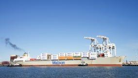 Matson货船进入奥克兰的港毛伊 库存照片