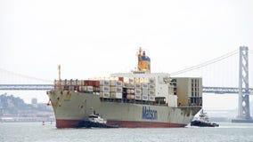 Matson-Frachtschiff MATSONIA, das im Hafen von Oakland ankommt stockbild