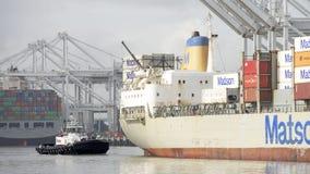 MatsonVrachtschip MAUI die de Haven van Oakland ingaan stock foto