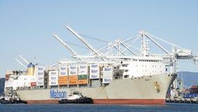 MatsonVrachtschip MAUI die de Haven van Oakland ingaan stock foto's