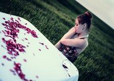 Matställe av den ensamma romantiska kvinnan Arkivfoto