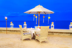 Matställe för bröllopsresatabellaktivering på stranden Arkivbilder