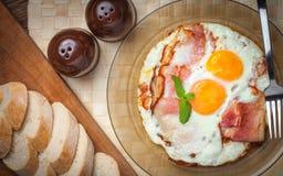 Matställe och att äta som lagar mat arkivfoton