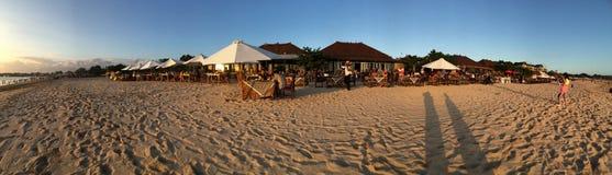 Matställe på den Jimbaran stranden Bali royaltyfria foton