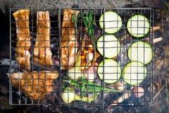 Matställe på lägereld, mat för semester för affärsföretaglivsstil campa royaltyfri foto
