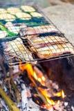 Matställe på lägereld, mat för semester för affärsföretaglivsstil campa arkivfoton