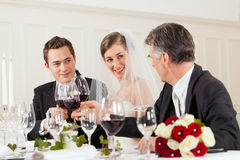 matställedeltagarebröllop arkivfoton