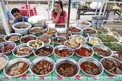 Matstall yangon myanmar med burmese mat royaltyfri foto