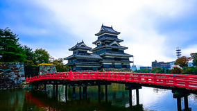 Matsumoto gammal slott i Nagano Royaltyfri Fotografi