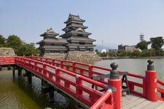 Matsumoto, Giappone, un castello vicino alle alpi giapponesi Fotografia Stock
