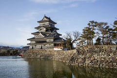Matsumoto-Samurai-Schloss, Burggraben und Felsen-Wand Lizenzfreies Stockfoto