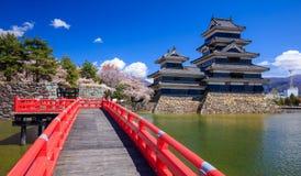 Matsumoto slott i vårsäsong, Nagano, Japan Royaltyfria Foton