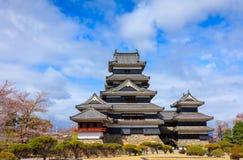 Matsumoto slott i vårsäsong, Nagano, Japan Arkivfoton
