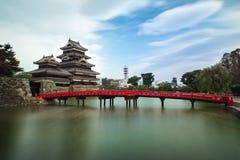 Matsumoto slott mot blå himmel i den Nagono staden, Japan Royaltyfria Foton