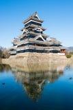 Matsumoto slott och reflexion Arkivfoto