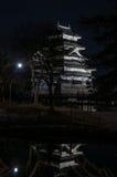 Matsumoto slott på natten i vinter japan Fotografering för Bildbyråer