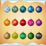 Matt coloreó bolas de la Navidad con el ornamento de los copos de nieve stock de ilustración