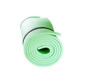 Matt rulle för yoga som isoleras på vit Royaltyfri Bild