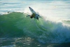 Matt Wilkinson que practica surf en Santa Cruz, California. Imagen de archivo libre de regalías