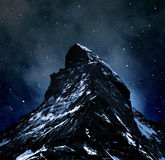 Matterhorn στο νυχτερινό ουρανό στοκ φωτογραφίες