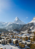 Matterhorn την ημέρα ενός ηλιόλουστου χειμώνα Στοκ Φωτογραφίες