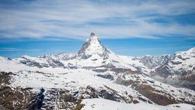 Matterhorn-Berg mit weißem Schnee und blauer Himmel in Zermatt-Stadt in der Schweiz Stockfoto