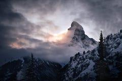 Matterhorn berg som täckas av moln royaltyfri fotografi