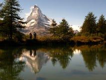 Matterhorn, der 05, Grindjisee, die Schweiz reflektiert Stockfotografie