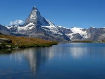 Matterhorn, der in Stellisee 06, die Schweiz sich reflektiert Stockfoto