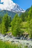 Matterhorn, dessus des alpes suisses images stock