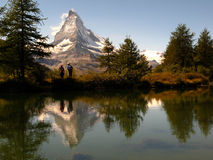 Matterhorn die op 05, Grindjisee, Zwitserland wijst Stock Fotografie