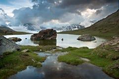 Matterhorn nas nuvens de Stellisee Foto de Stock Royalty Free