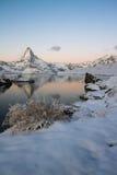 Matterhorn refletiu no Stellisee Imagem de Stock