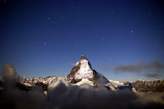 Matterhorn s'est baigné dans le clair de lune Images libres de droits