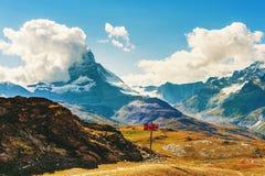 Matterhorn täckte med moln Arkivfoton