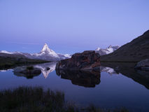 Matterhorn TARGET21_0_ W Stellisee Przed Wschód słońca Fotografia Royalty Free