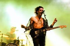 Matthew Healy, Sänger und Gitarrist der Band 1975 führt an FLUNKEREI Festival durch Lizenzfreies Stockbild