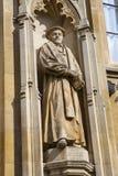 Matthew Parker Statue på corpuset Christi College Royaltyfri Bild