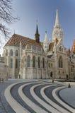 Matthias Church com etapas da pedra da caminhada no primeiro plano Fotos de Stock Royalty Free