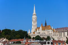 Matthias Church en Visser Bastion in Boedapest Stock Afbeelding