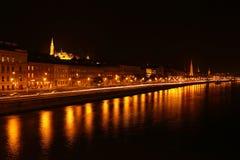 Matthias Church på natten i Budapest Royaltyfria Bilder
