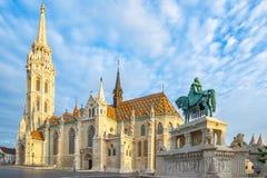 Matthias Church sulla banca di Buda del Danubio nella città di Budapest, Ungheria immagini stock libere da diritti