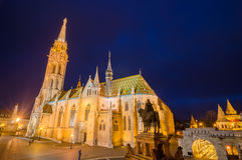 Matthias Church, un punto di riferimento famoso a Budapest, Ungheria di notte Fotografia Stock
